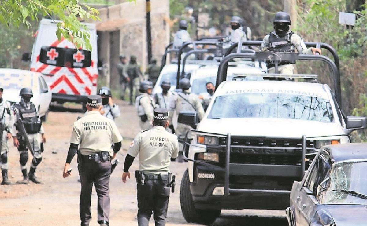 Agente muere prensado tras chocar, llevaba madera decomisada de talamontes en Morelos