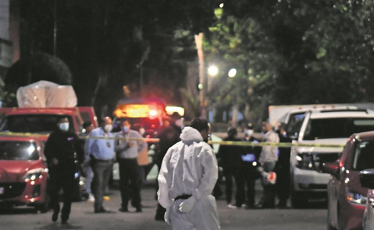 Asesinan a tiros a dos hombres que platicaban en la calle, en la alcaldía Azcapotzalco