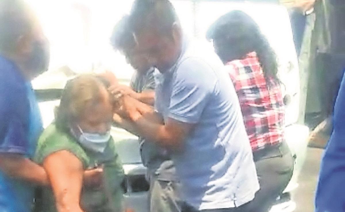 Chofer de transporte público atropella a abuelita en Morelos, tuvo golpes leves