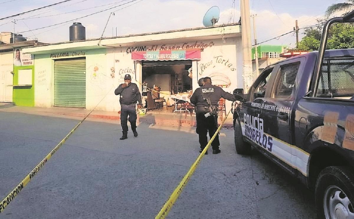 Sicarios acribillan a dos hombres mientras comían en Morelos, una mujer resultó herida