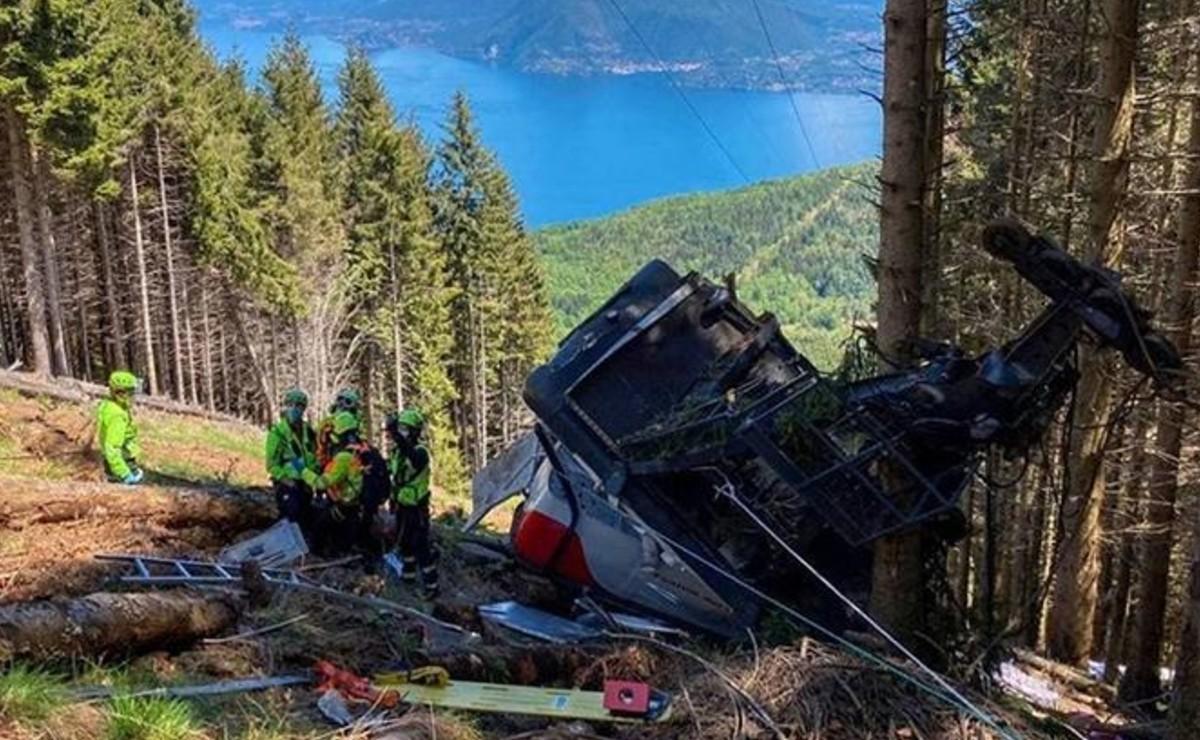Al menos nueve muertos dejó la caída al vacío de una cabina de teleférico, en Italia