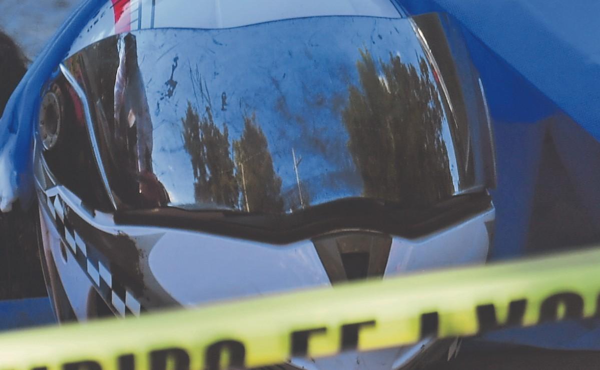 Vehículo de carga atropella y mata a mujer que iba de compras en motocicleta, en la CDMX
