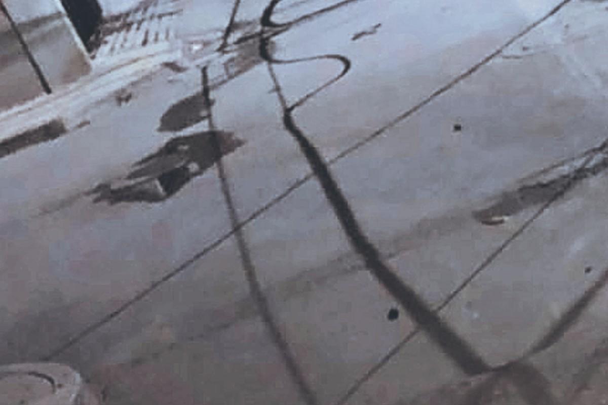 Motociclista sin casco derrapa y fallece al golpearse contra el pavimento, en Morelos