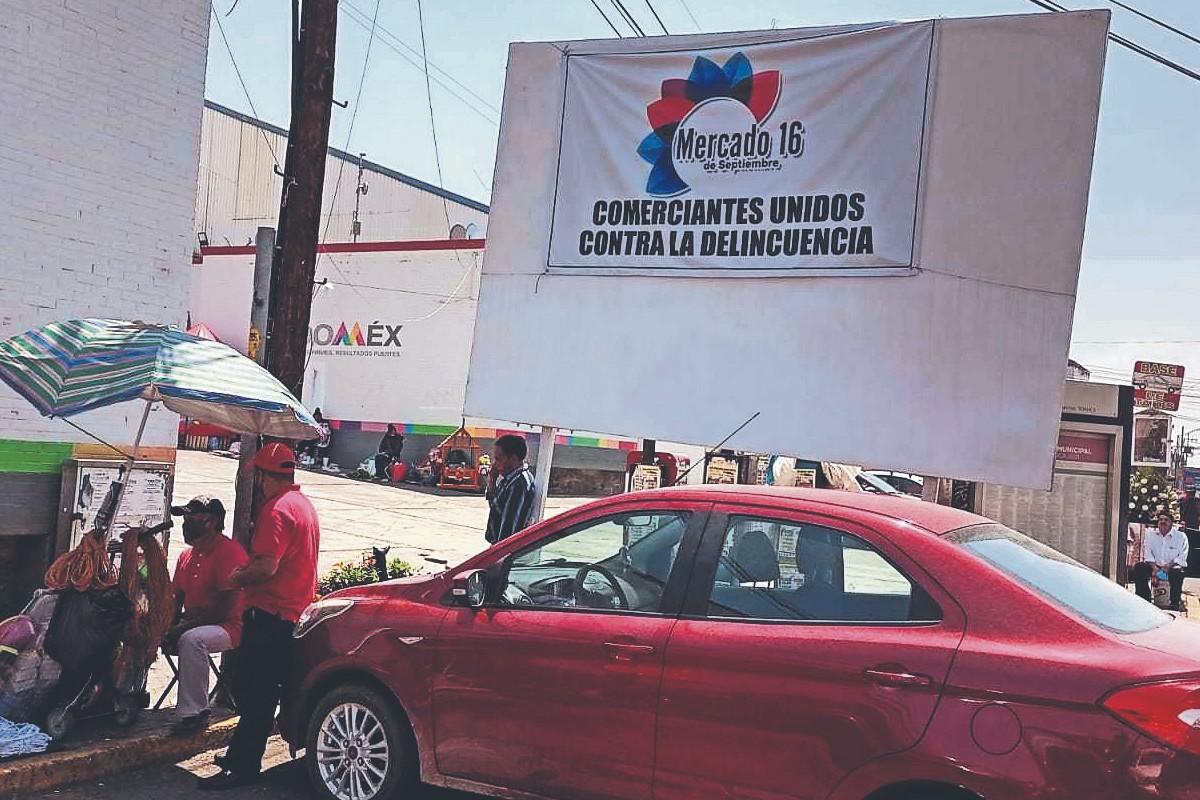 Locatarios se ponen al tiro y crean frente contra delincuencia, en mercado del Edomex