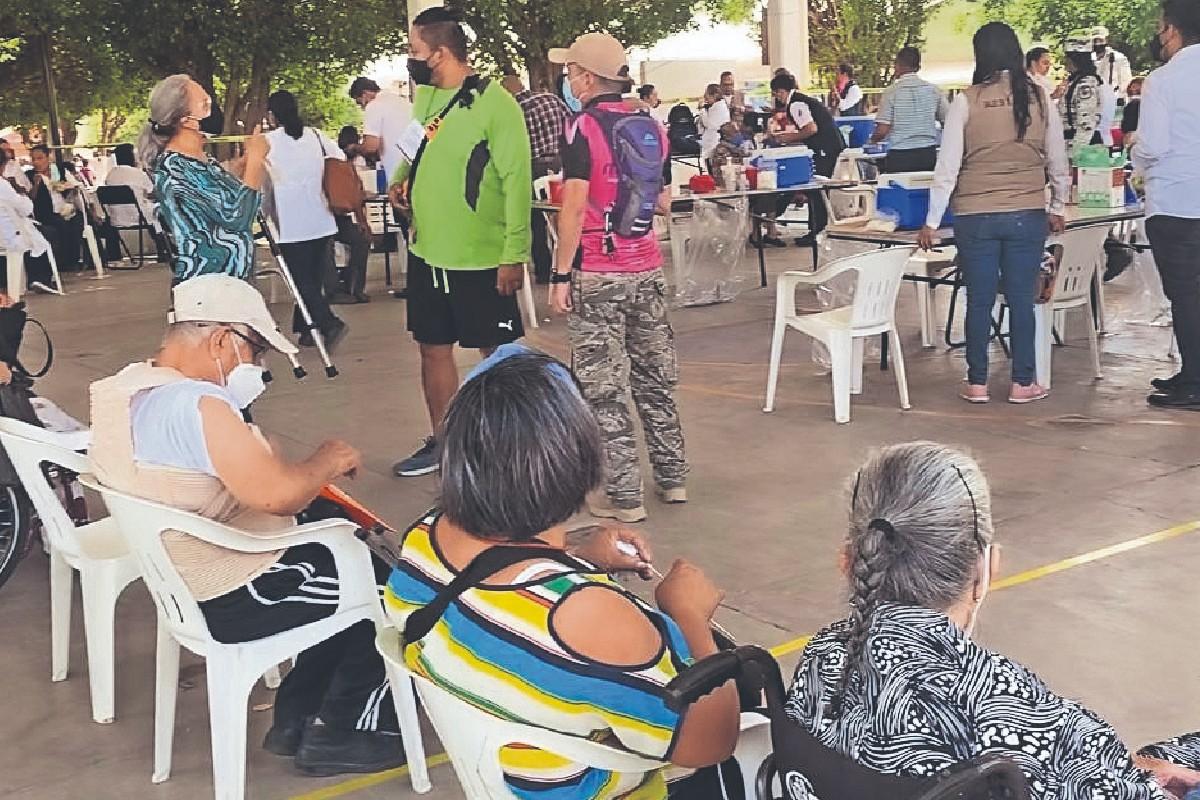 Abuelitos de Jojutla lloran de emoción, tras recibir su segunda vacuna anti Covid