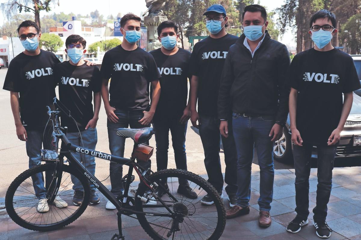 Estudiantes mexiquenses crean bicicleta capaz de cargar la batería de un celular