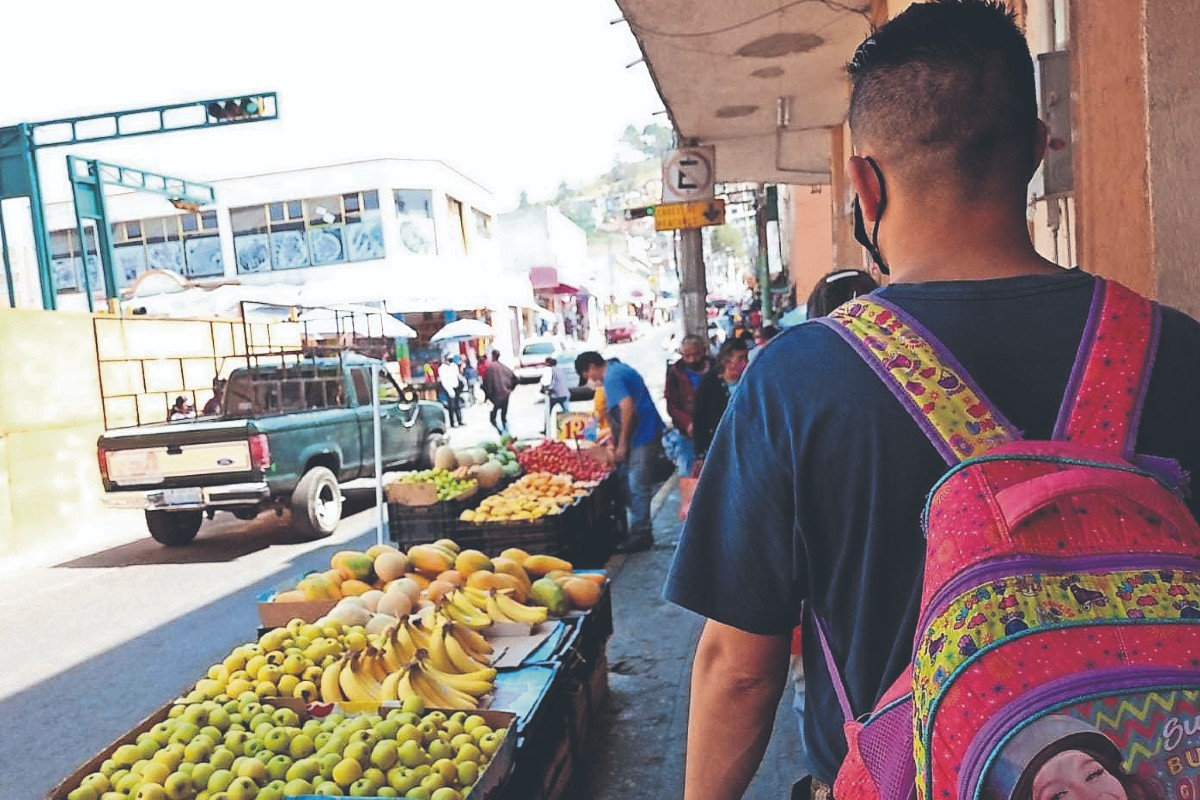 Ambulantaje les roba ventas, denuncian locatarios del Mercado 16 de septiembre en Toluca