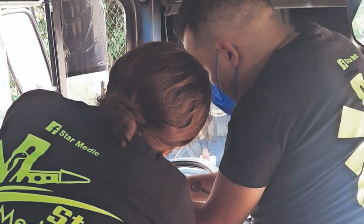 Chofer de autobús recibe un rocazo en la cabeza, tras un altercado en Morelos