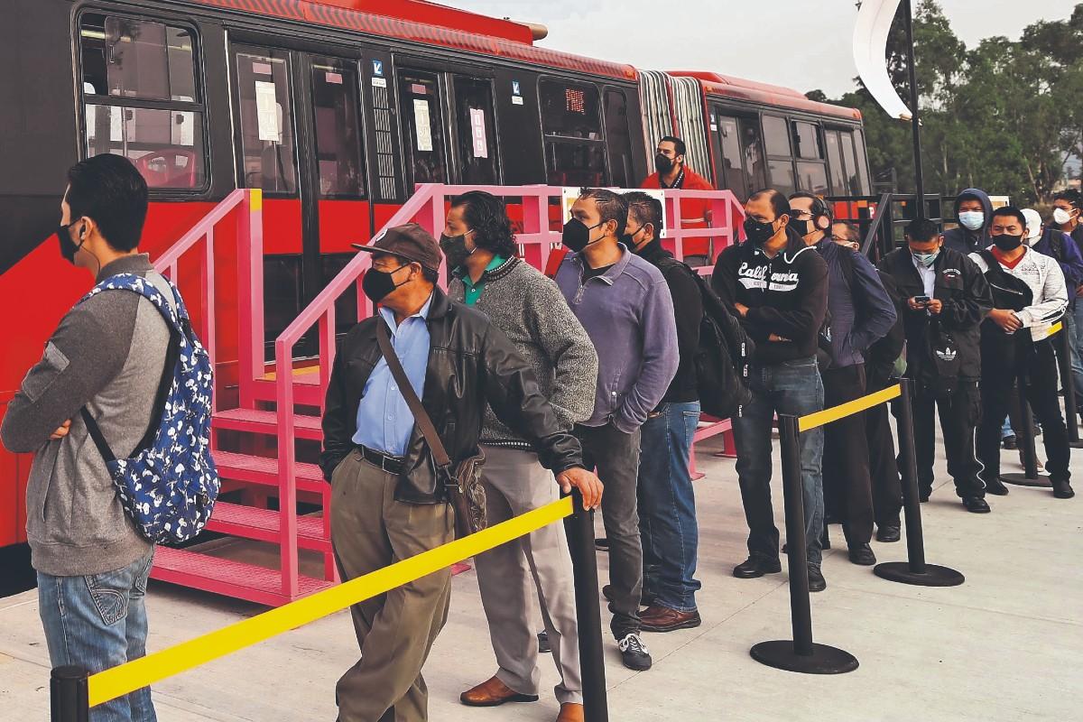 Metrobús agiliza traslado de capitalinos afectados por el colapso de la L12 del Metro