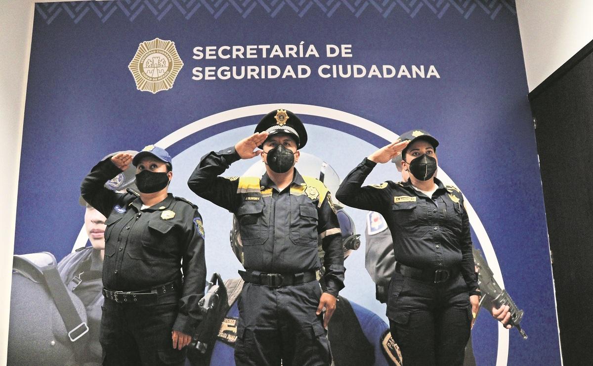Autoridades de la SSC otorgan reconocimiento a policías del mes en la CDMX