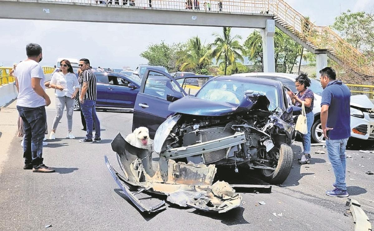 Carambola en la Cuernavaca-Acapulco deja a 11 personas lesionadas y 18 autos involucrados