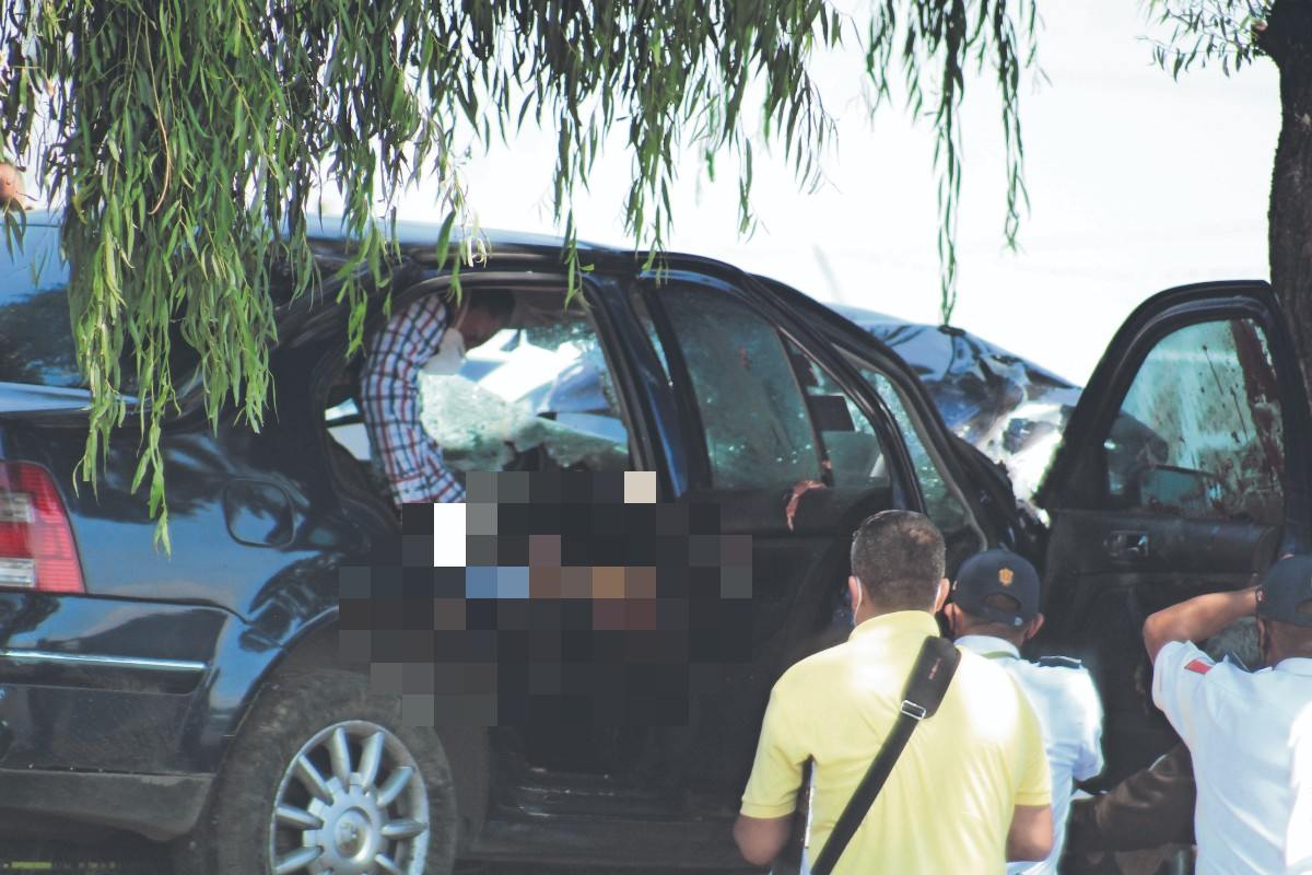 Muere automovilista al estamparse contra un sauce llorón, en Metepec