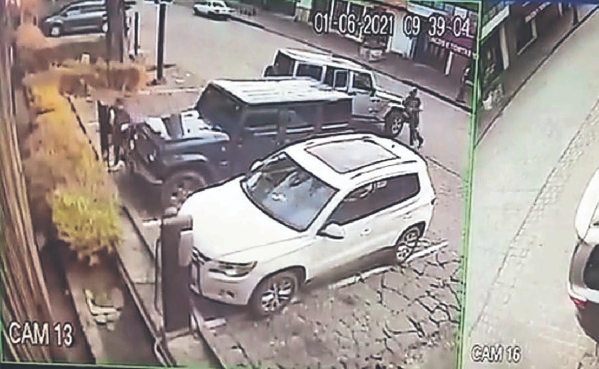 Asaltantes usan taxis para robar vehículos en zona de valet parking, en Valle de Bravo