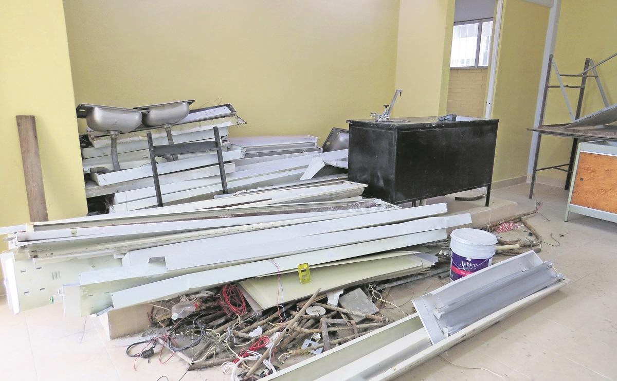 Dejan a medias reparaciones de escuela en Edomex; padres exigen que finalicen los trabajos