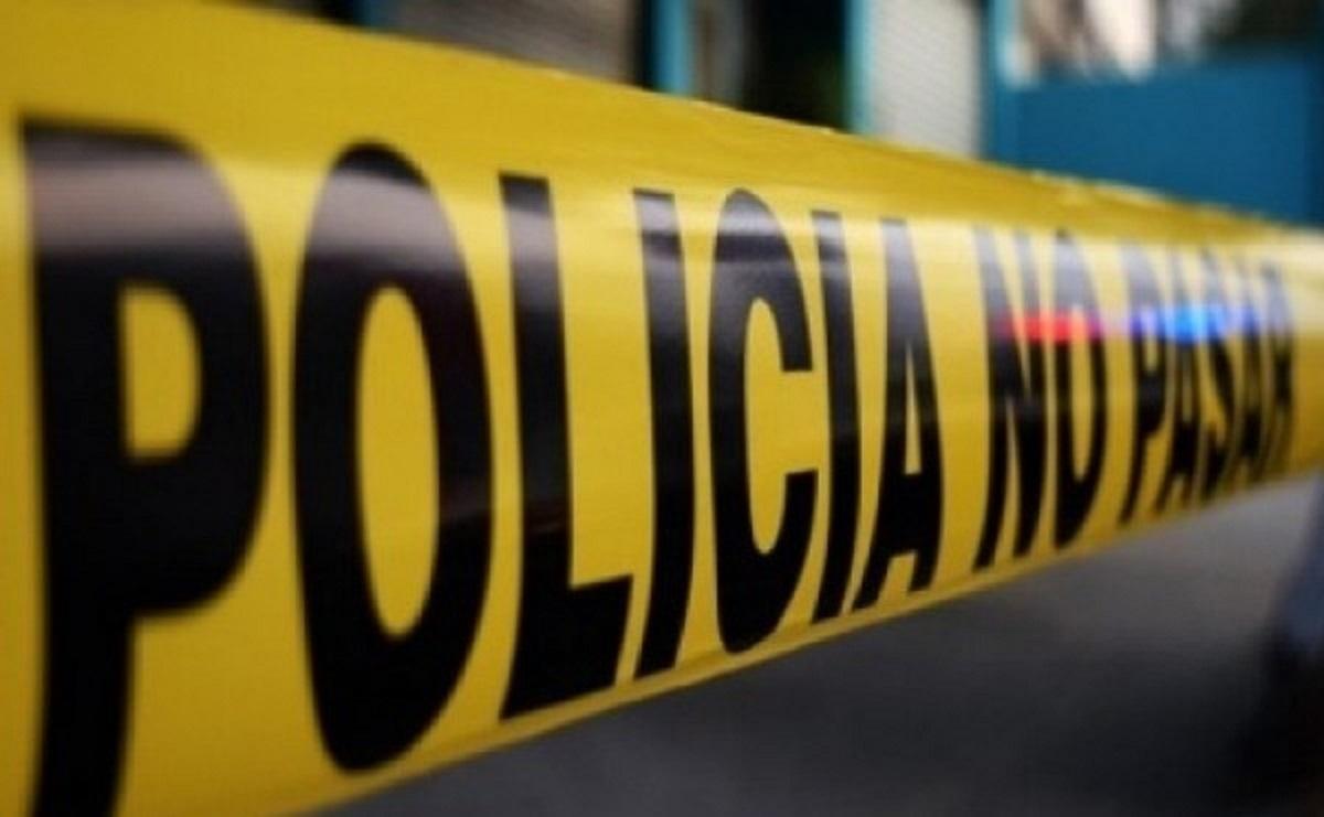 Encuentran cadáver dentro de auto y con la cabeza envuelta, en Iztapalapa