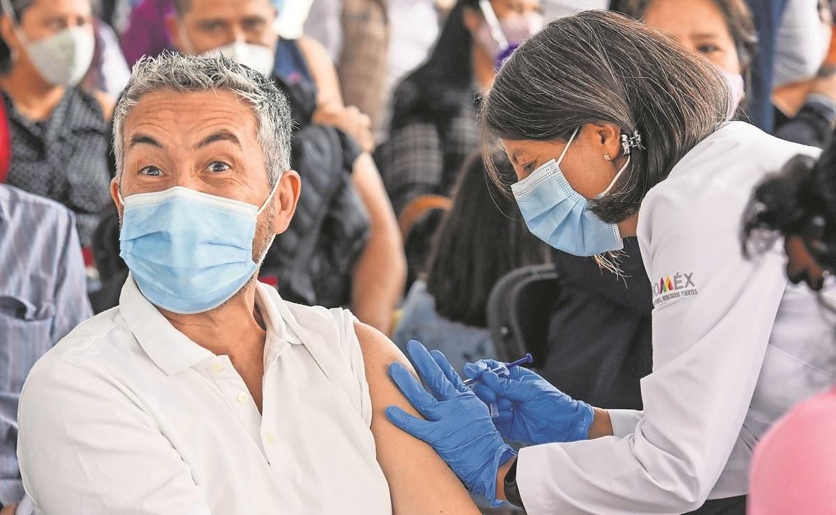 Vacunan a varios sectores de la población en Edomex, así es la dinámica
