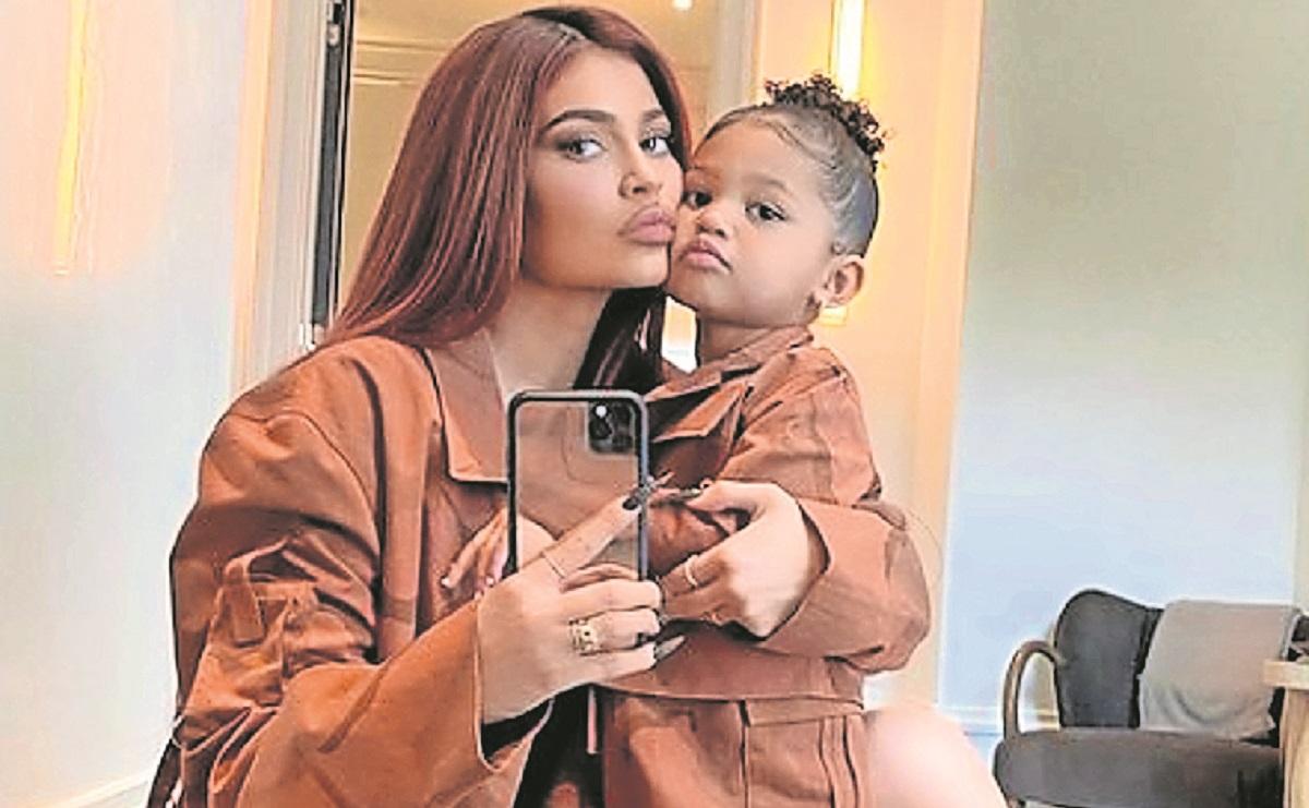 Kylie Jenner lanza línea de cuidado para bebés inspirada en su hija Stormi
