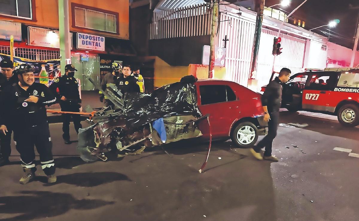 Muere prensada una mujer que iba de copiloto, el conductor iba tendido en Iztapalapa