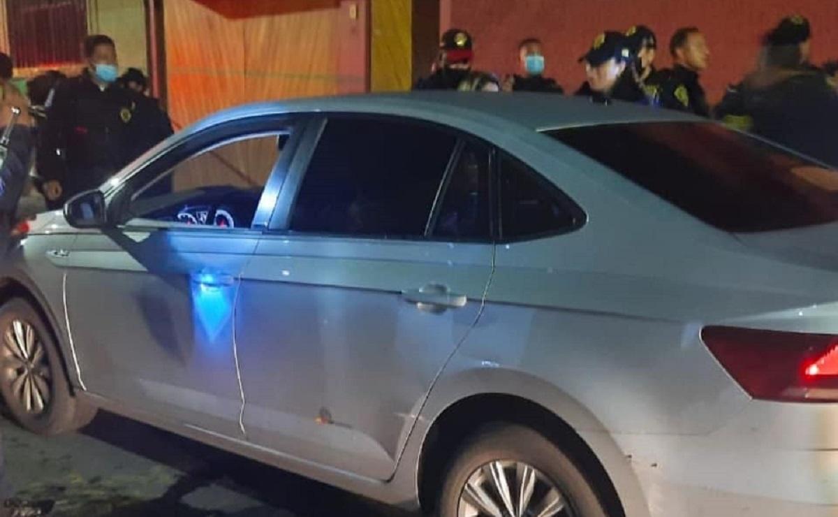 Balean a chofer de taxi por aplicación en la Álvaro Obregón, estaba con su esposa