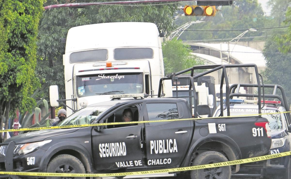 Hombre que tapaba baches muere arrollado por un camión carguero en Valle de Chalco