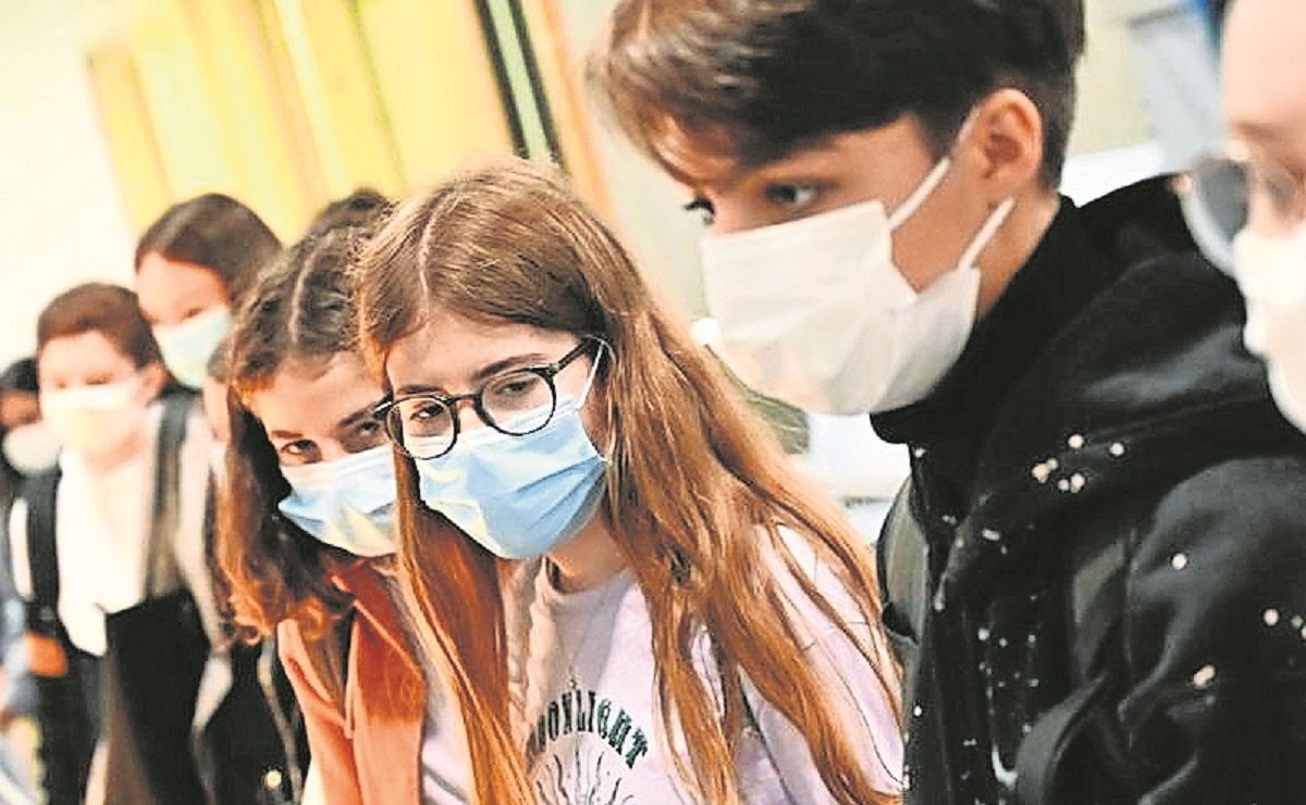 Reportan que cifra de hospitalizaciones por Covid entre adolescentes es preocupante en EU