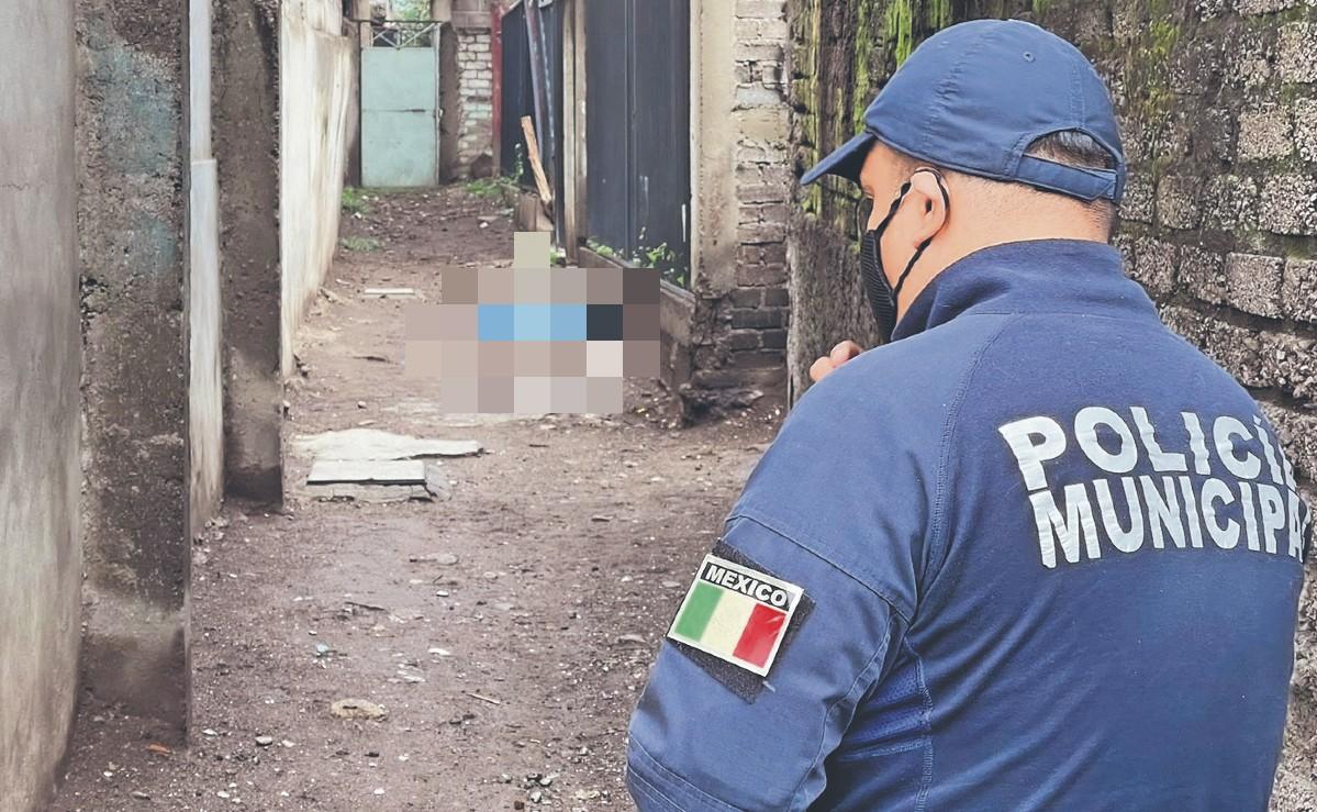 Amarran y degüellan a chavo en un callejón de Ecatepec, lo dejan en charco de sangre