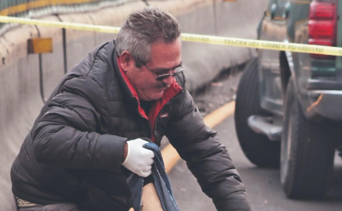 Biker choca contra muro, cae al pavimento y muere atropellado en la México-Pachuca