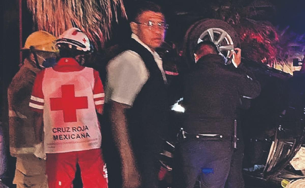 Borrachos vuelcan en su vehículo en Morelos, uno se va al cielo y otro al hospital