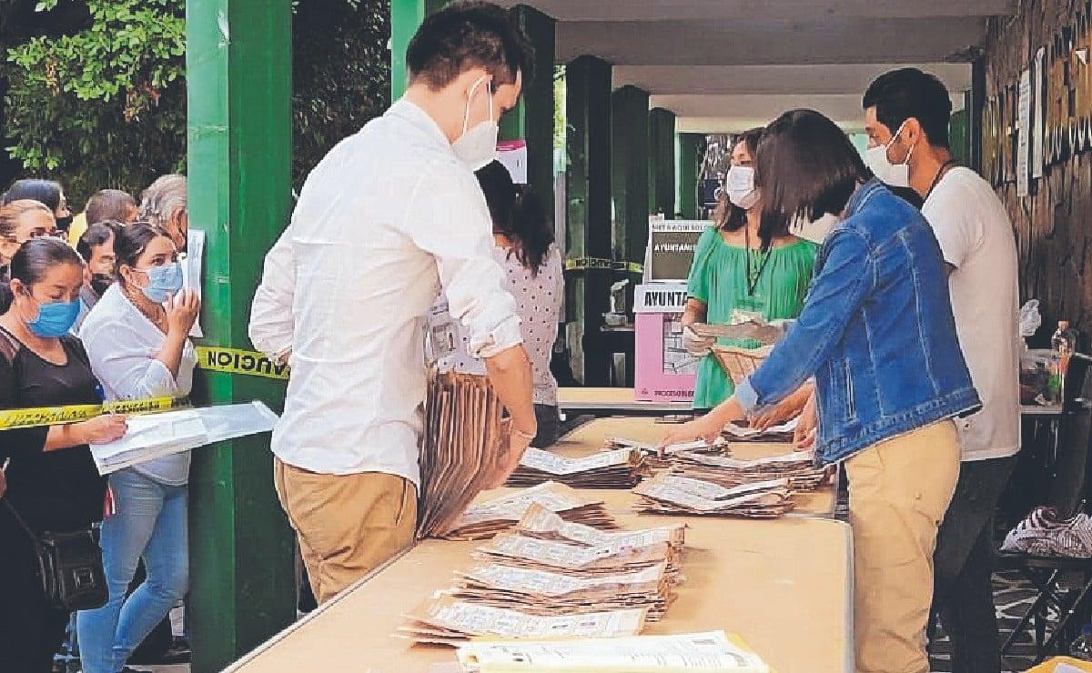 Funcionarios de casilla dejaron la chamba botada en Cuernavaca, votantes los reemplazaron