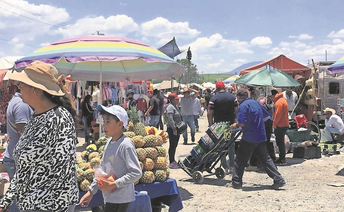 Sin medidas de seguridad adecuadas, tianguis de San Bernabé recibe más de 40 mil personas