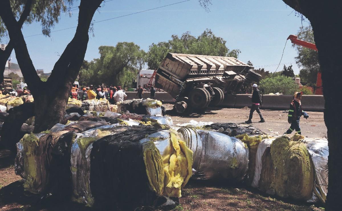 Trabajador de limpia muere aplastado por toneladas de desperdicio, en Tlalnepantla