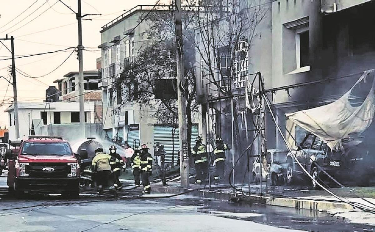 'Flamazo' de una pipa de gas provoca fuerte incendio en San Pablo Autopan en el Edomex