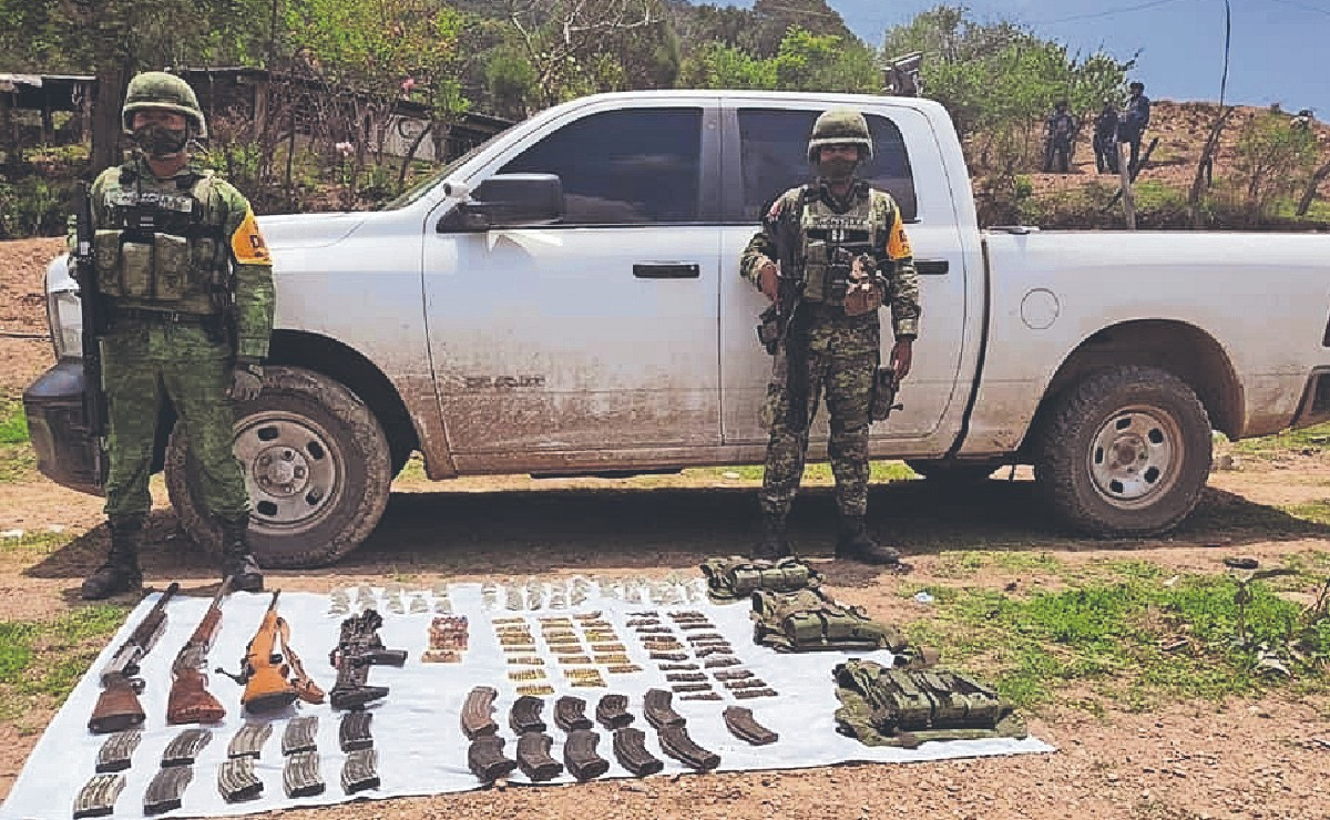 Hombres armados desatan balacera y escapan frente a los ojos de militares, en el Edomex