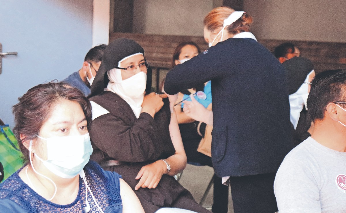 Monjas se vacunan contra el Covid en la casa del diablo... de Toluca
