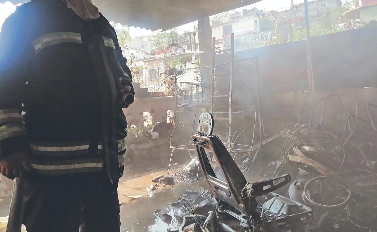 Niño se pone a prender cerillos y se desata brutal incendio en casa habitación, en Morelos