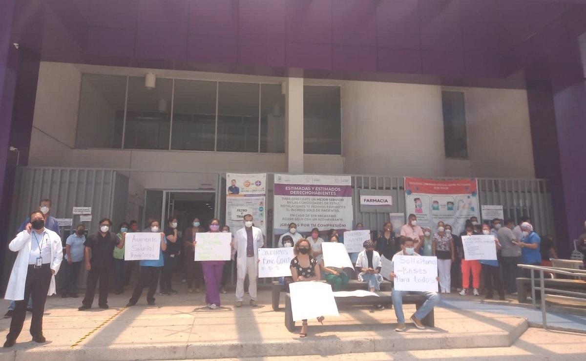 Trabajadores del sector salud en Morelos realizan paro laboral, exigen pago de prestaciones