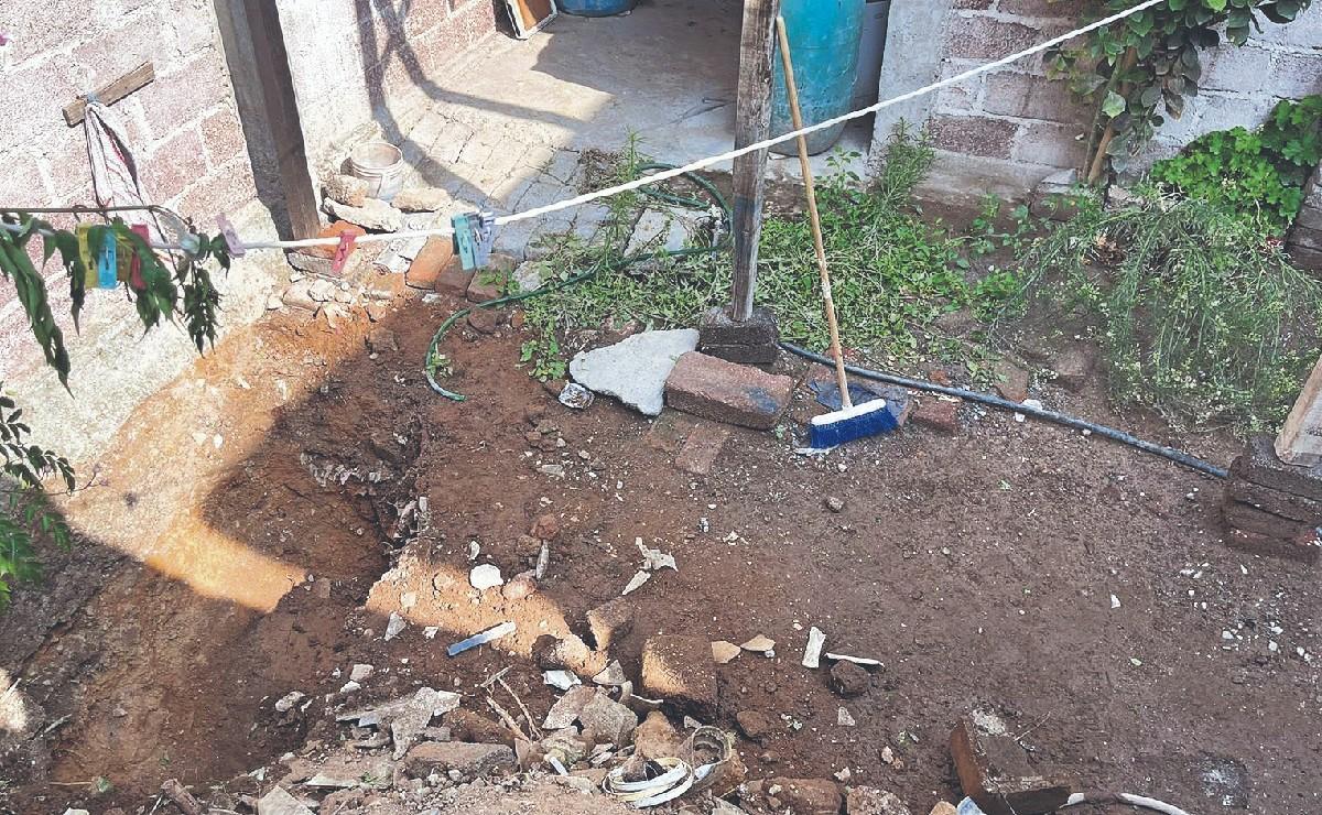 Encuentran a familia enterrada en la recámara de su casa, en Ecatepec