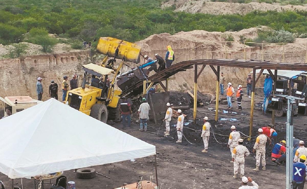 Rescatan cuerpo de dos de los mineros atrapados en Coahuila