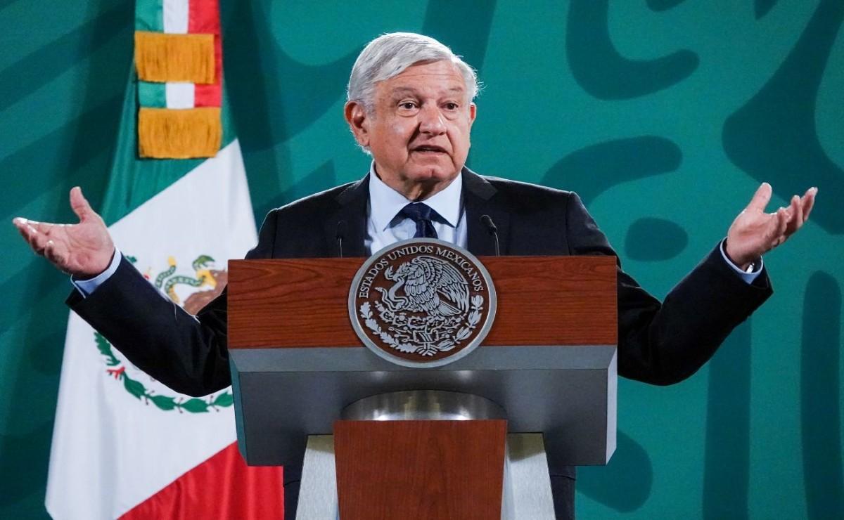 """AMLO lamenta muerte de mineros en Coahuila y culpa a sus adversarios de """"destruir al país"""""""