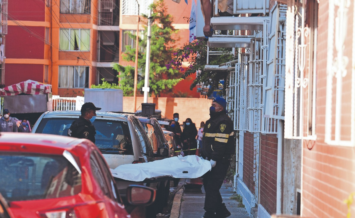 Empleado de la CFE mató a novia y a hijastra en CDMX, quiso escapar pero terminó muerto