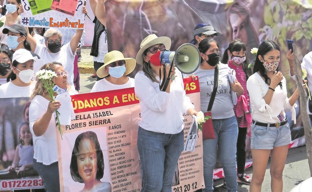 Familiares y vecinos de Valle de Aragón exigen la aparición de 'Miss Anita'  y su hija Estrella