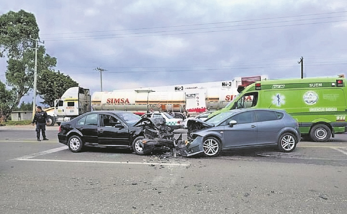 Biker y automovilista provocan choque multiple en la Atlacomulco-Acambay