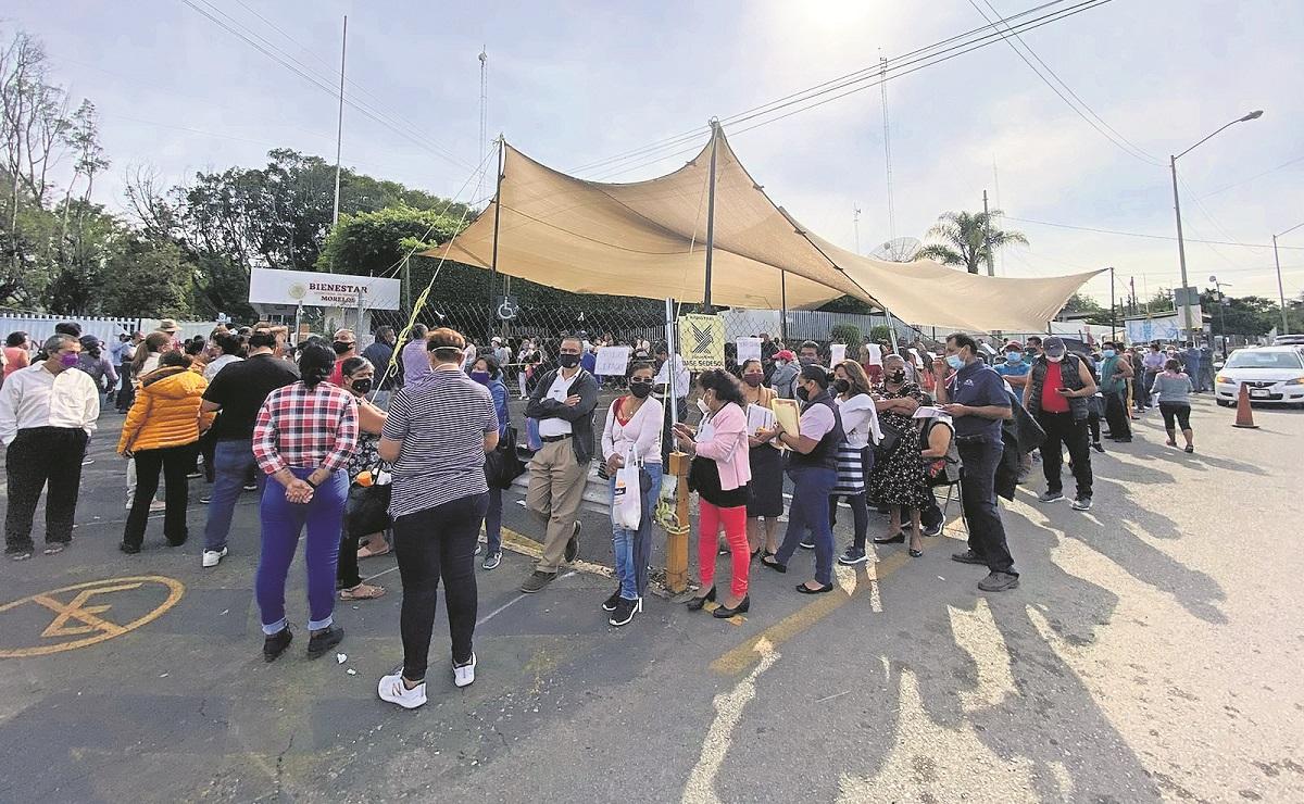 Inconformes bloquean avenida Emiliano Zapata, piden vacunas vs Covid en Morelos