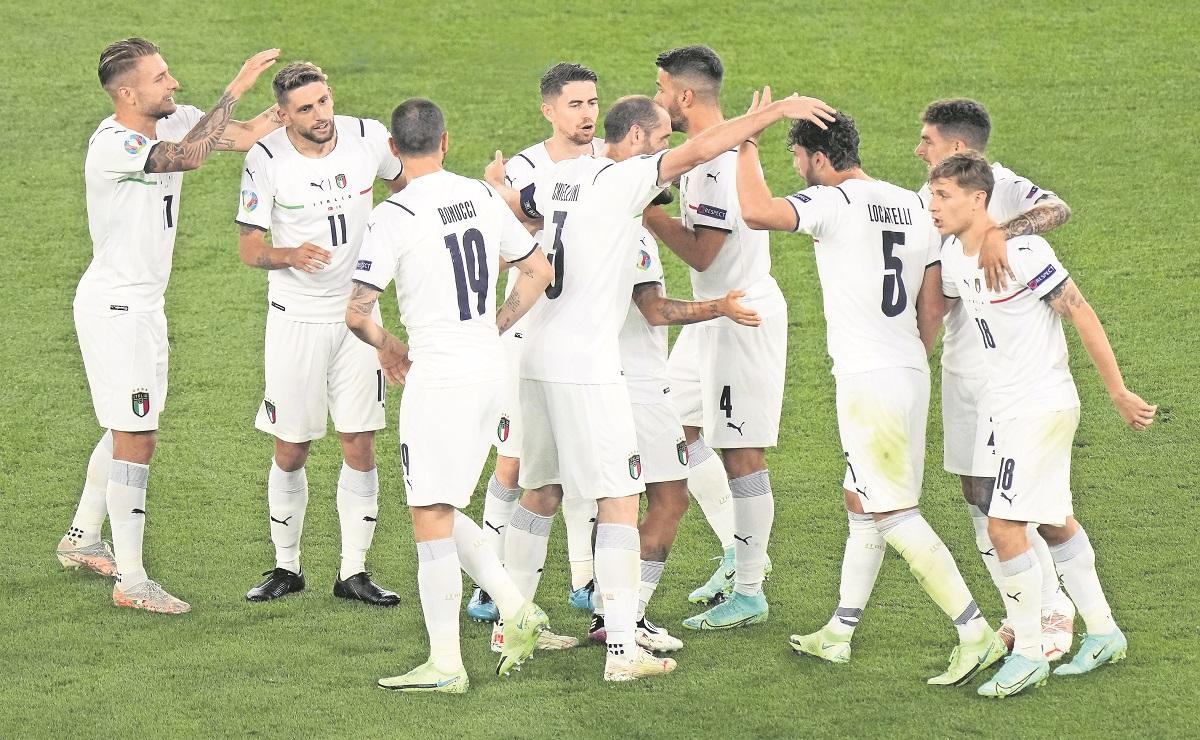 Italia inaugura la Eurocopa venciendo a Turquía, confirmó su etiqueta de favorito al título