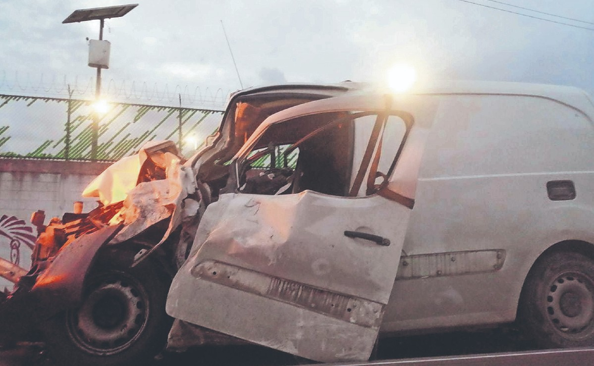 Hampones roban auto y provocan choques en la Texcoco-Lechería, Edomex