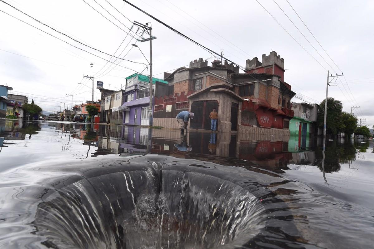 Fuertes lluvias dejan una persona muerta y unas 200 viviendas inundadas, en Nezahualcóyotl