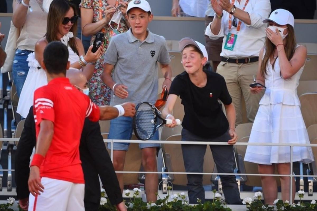 Novak Djokovic regaló raqueta a niño mexicano tras ganar Roland Garros
