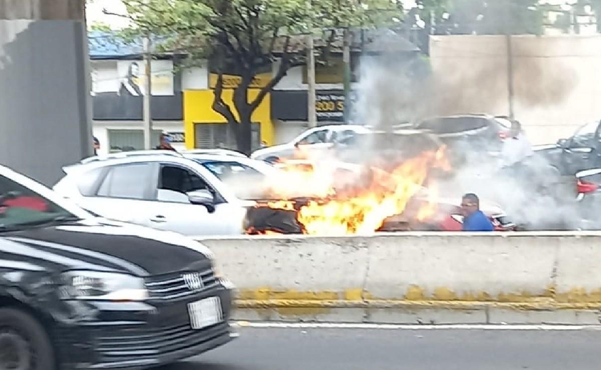 Camioneta se incendia en pleno Periférico de la Ciudad de México y esto es lo que sabemos