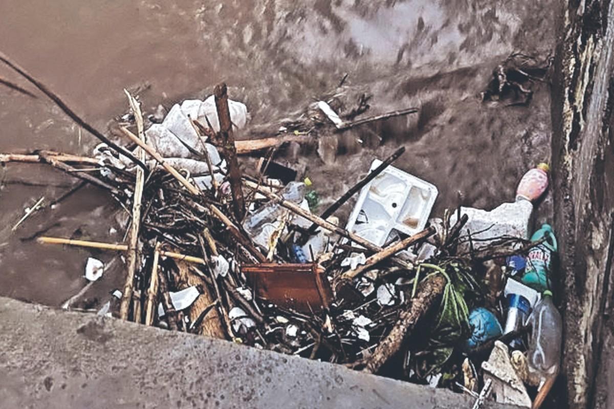 Vecinos de Cuernavaca denuncian inundaciones por culpa de construcción de casas