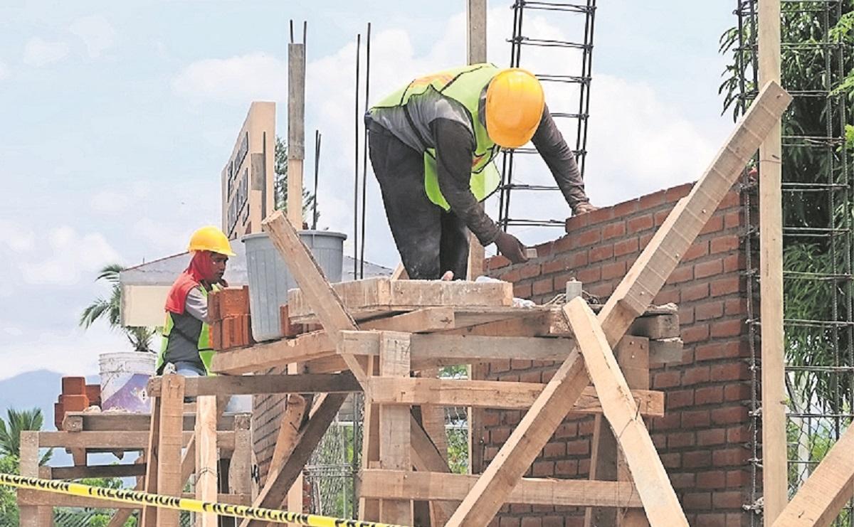 Tras quitar malla ciclónica, escuela tendrá barda de concreto en Morelos